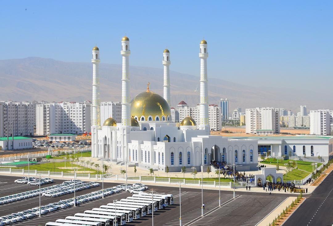 خبرنگاران رئیس جمهوری ترکمنستان مسجد مرکزی عشق آباد را افتتاح کرد
