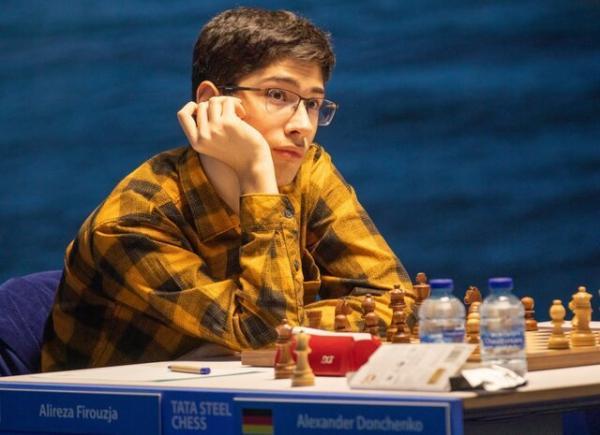 حضور علیرضا فیروزجا در جمع مدعیان با پیروزی مقابل شطرنج باز لهستانی
