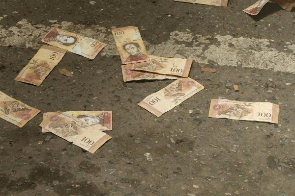 ونزوئلا 6 صفر دیگر از پول ملی خود حذف می کند